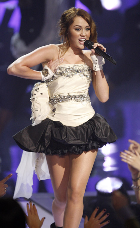 hLooking Hot Miley Cyrus In Short Dress