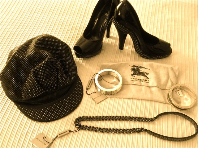 burnerry outlet 3ht8  burberry outlet shopping Studded hat, studded peep toe patent leather  pumps