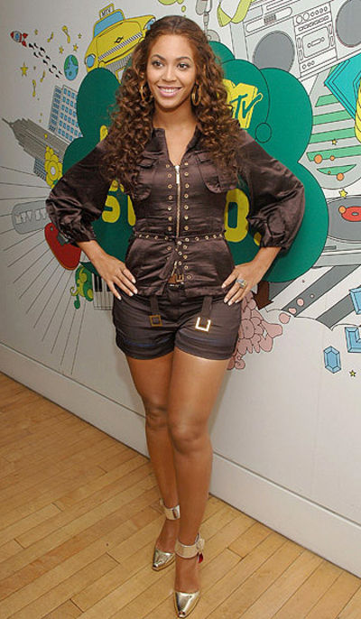 "Singer/actress Beyonce visits MTV's ""TRL"" on July 31, 2007 at MT"