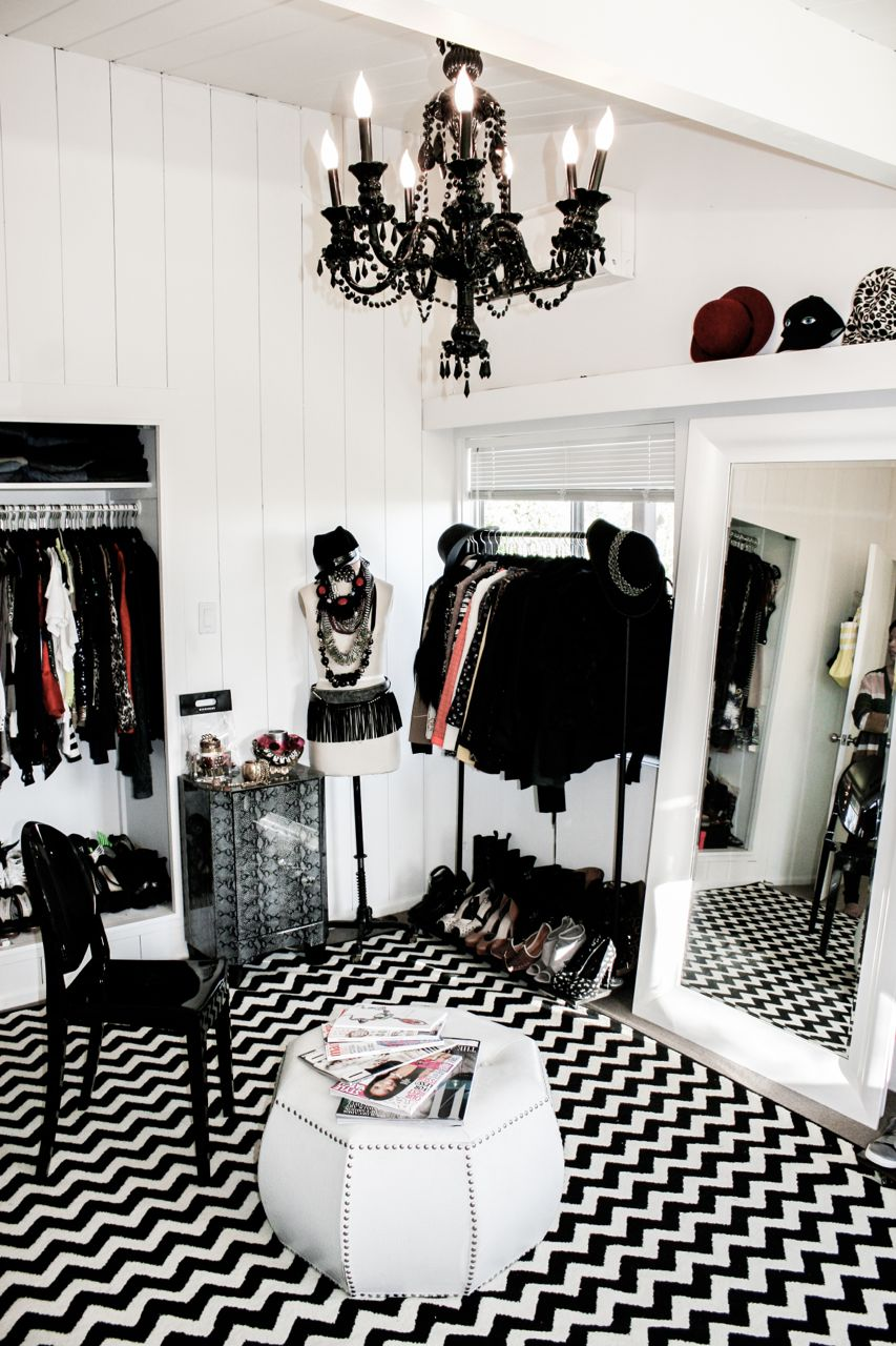 Lauren s closet tour part 1 lauren messiah for Boutique deco