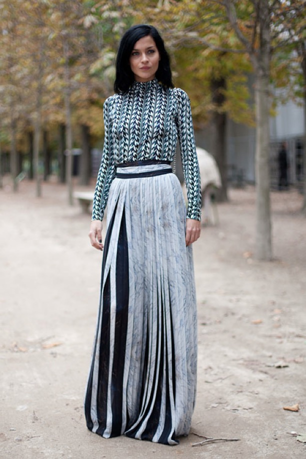 How To Style A Home Fit For A Family: How To Style A Maxi Skirt For Fall