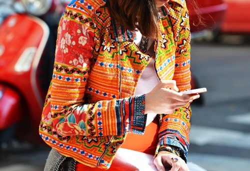 street-style-printed-orange-jacket