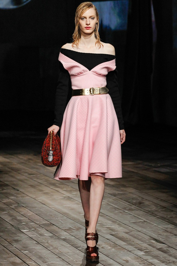prada-fall-2013-34-julia-nobis