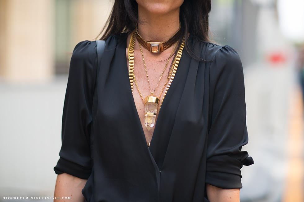 la-modella-mafia-Model-Street-Style-Lian-Kebudi-black-with-gold-chain-necklaces-1