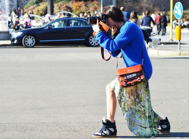 cobalt-blue-knit-sweater-dip-hem-skirt-wedge-sneakers-fashion-week-fashionable-photographer-tommy-ton-jak-jil-style-com-fashion-week-street-style