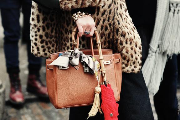58aca034613e 15 Stylish Ways to Wear a Silk Scarf | Lauren Messiah