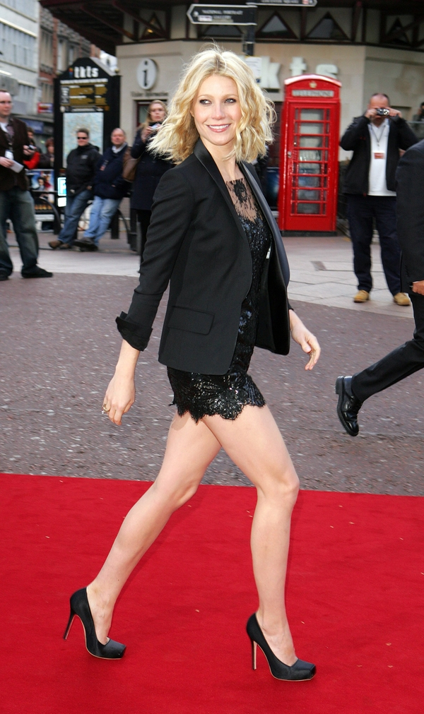 gwyneth paltrow red carpet long legs minidress 1913x3225 wallpaper_wallpaperswa.com_41