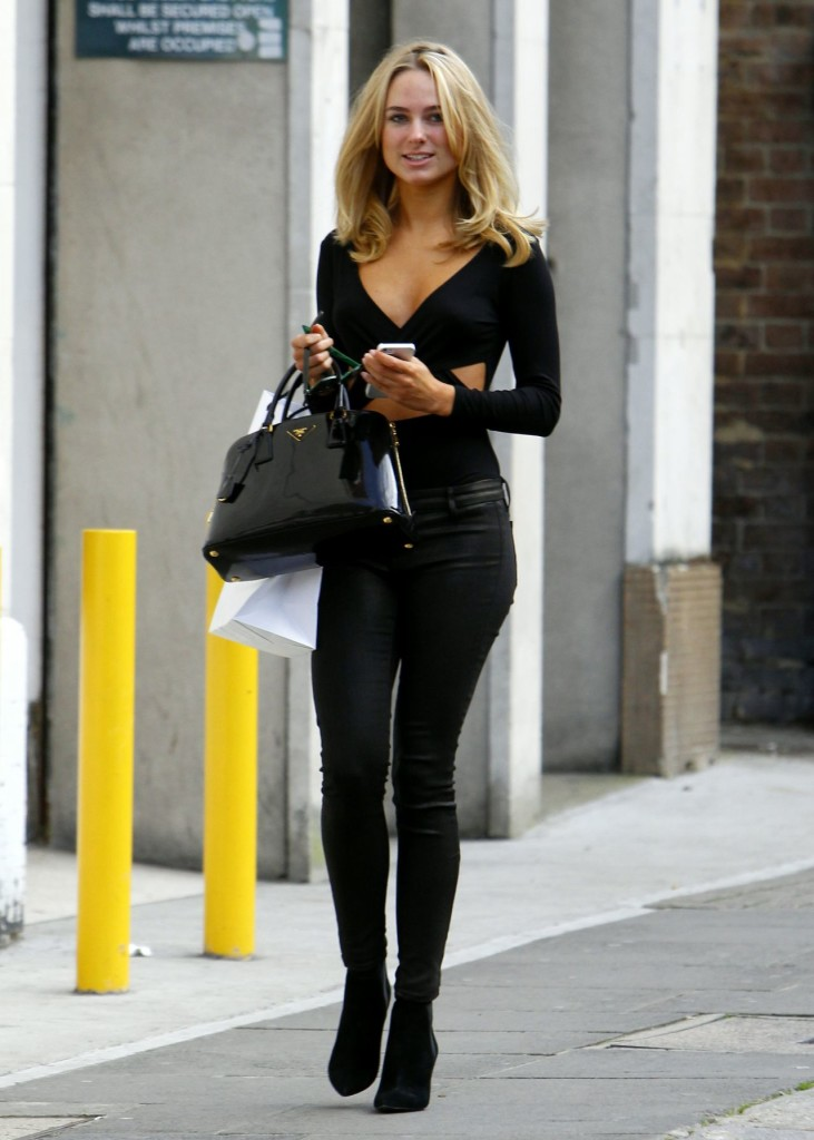 kimberley-garner-looks-cute-in-black-street-style-chelsea-london_5