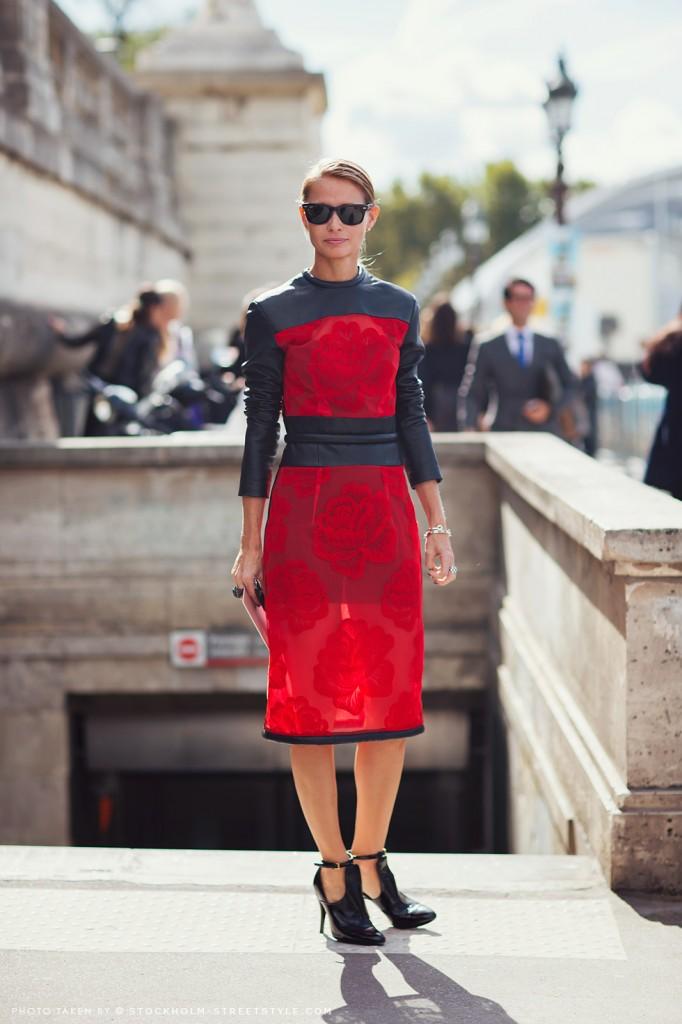 red-black-roses-dress-street-style