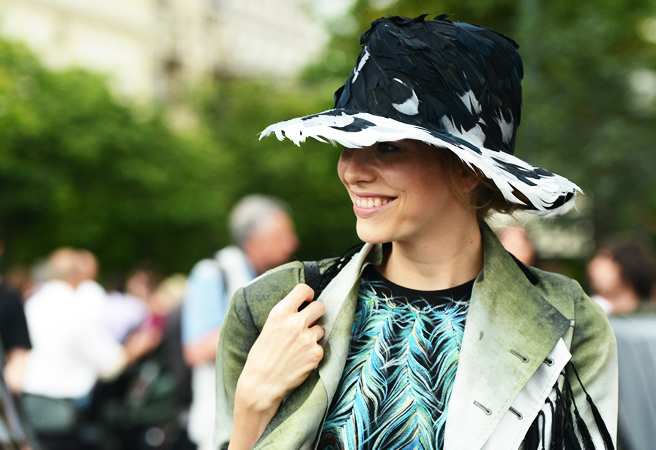 feather-hat-street-style-2012-2013-haute-couture-fashion-week-paris
