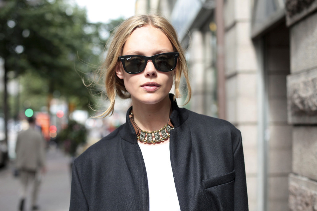 street style necklace and ray bans