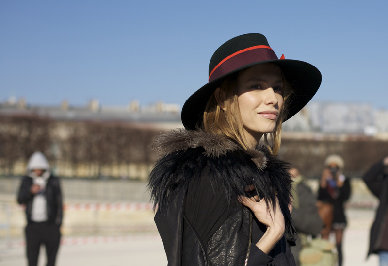 How to find the right hat size lauren messiah for Maison michel