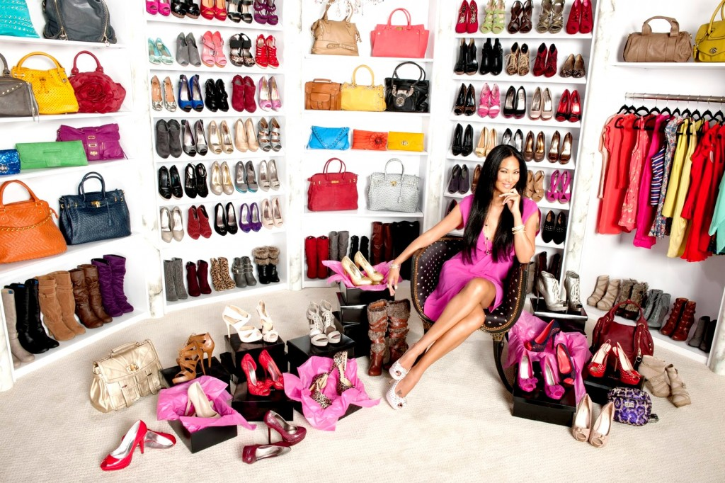shoe-closet-1600x1067-design-time-amp-scene-celebrity-shoe-closets-urumix.com