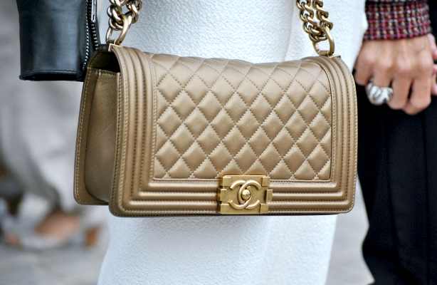 gold chanel bag street style