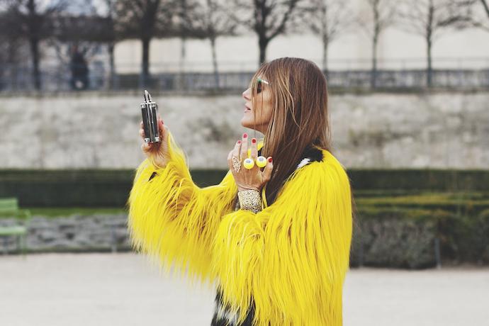 anna-dello-russo-street-style-yellow-fur