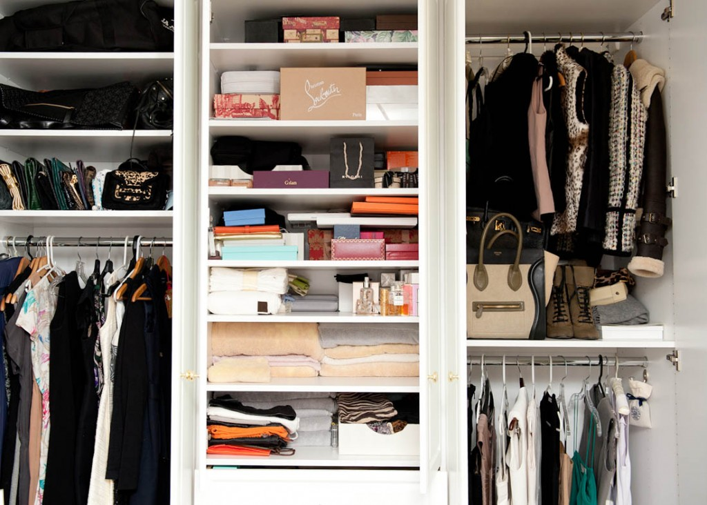 modern-white-frame-aestate-dream-closet