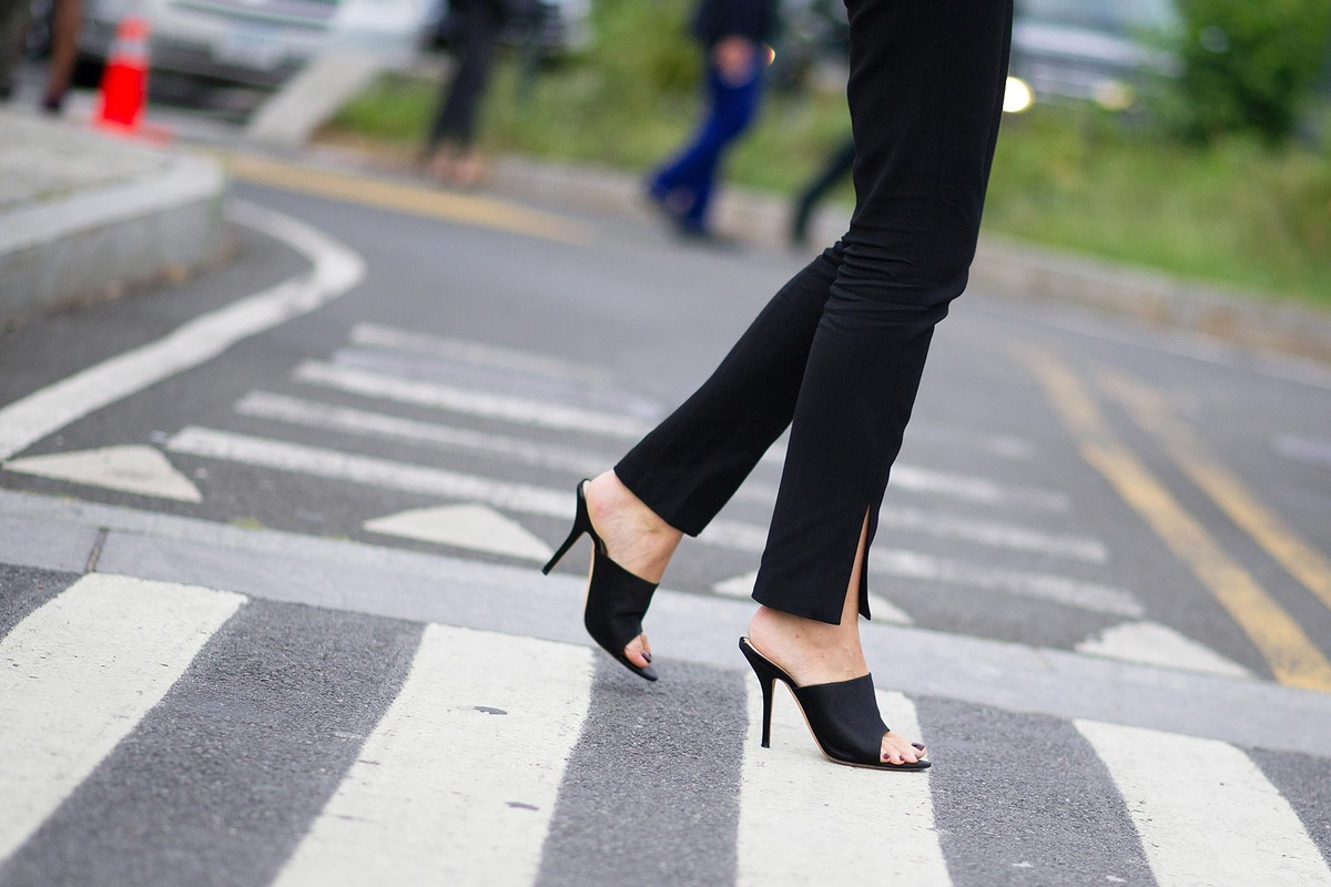 10 Ways To Wear Mules Lauren Messiah