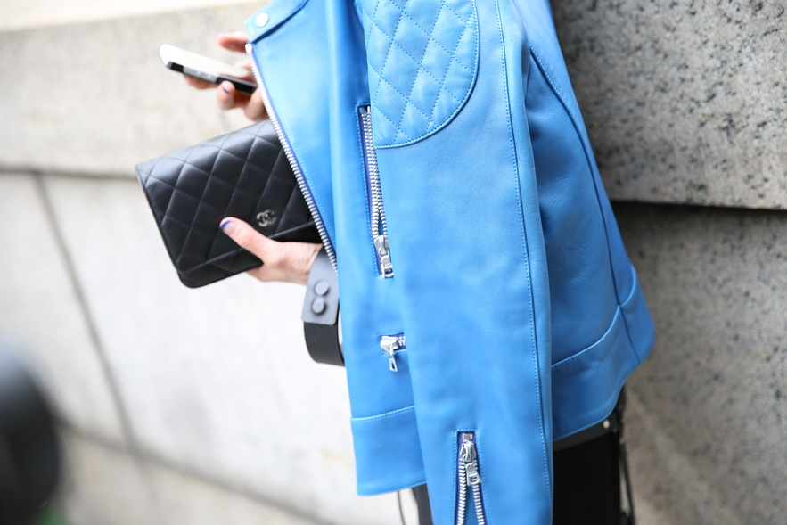 la-modella-mafia-2013-street-style-chic-details-cobalt-blue-+-Chanel