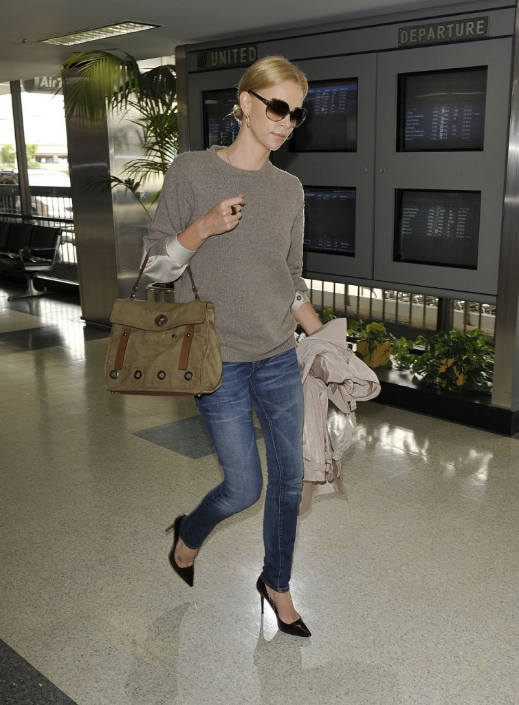 Charlize-Theron-airport-jeans-heels