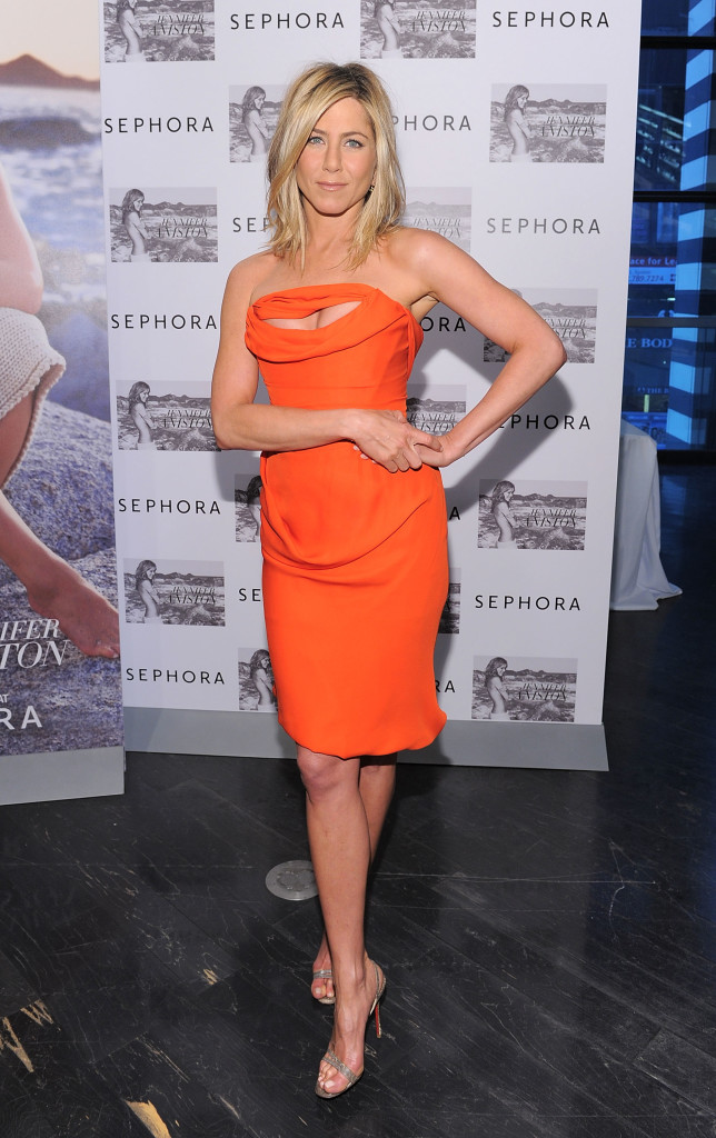 """Jennifer Aniston Signs Bottles Of Her New Fragrance """"Jennifer Aniston"""""""