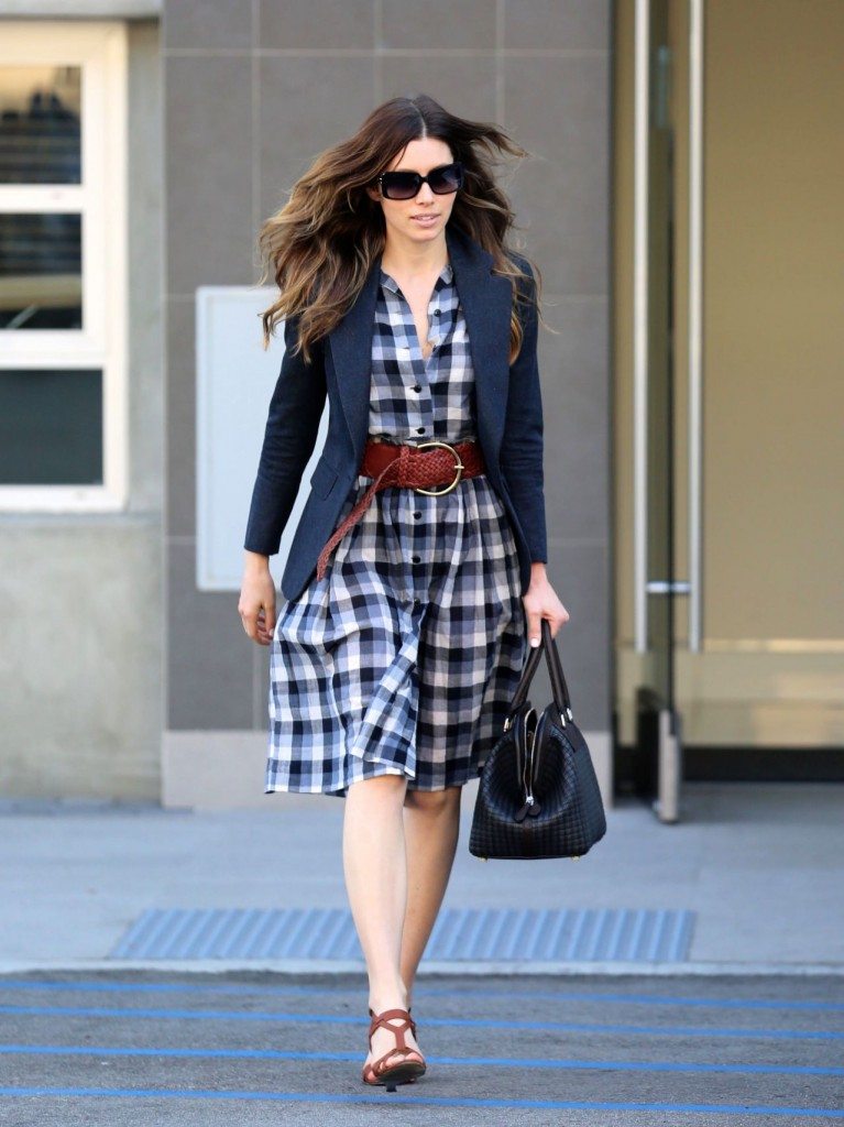 jessica-biel-in-belted-plaid-dress-out-and-about-in-santa-monica_1