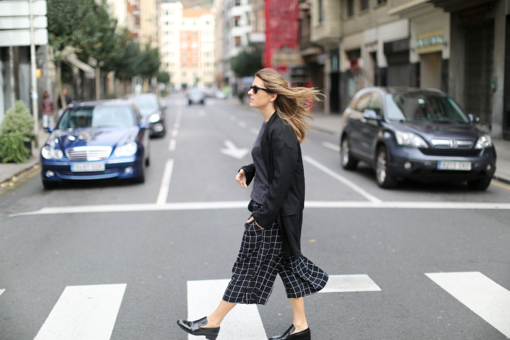 Clochet-streetstyle-monki-squared-black-white-culottes-lykke-li-and-other-stories-loafers