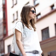 clochet-streetstyle-outfit-suite-blanco-white-shirt-white-distressed-jeans-acne-shiloh-clutch-3-1