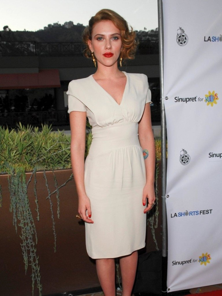 scarlett-johansson-is-style-chameleon-fashion-1890288766